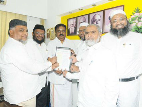 vijakathanth-with-islam-leaders